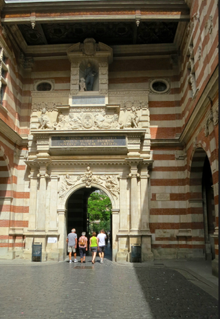 TLS-Henri IV statue & courtyard.June 2014