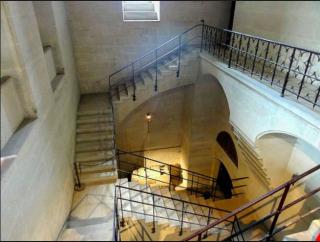 Pierrefonds.Stairs to cellar