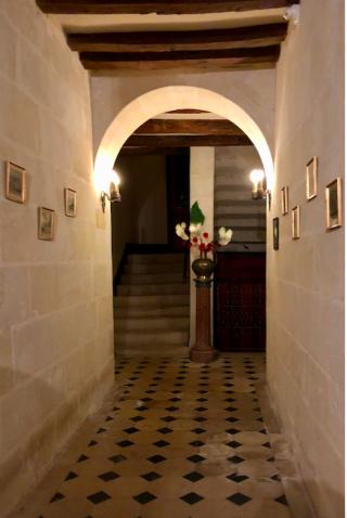 Manoir de la Touche.hall  and stairs.19Feb2018