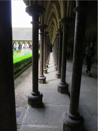 Mont-Saint-Michel.cloister columns.June 2013