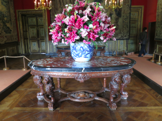 Vaux-le-Vicomte.grand chambre carrée.flowers.Oct 2017
