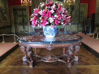Vaux-le-Vicomte.grand chambre carrée.flowers.Oct 2017