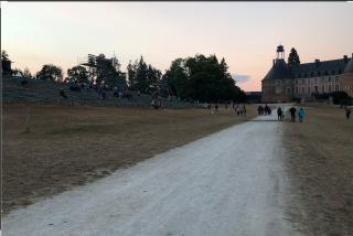 Saint-Fargeau.looking back at château.26AUG2018