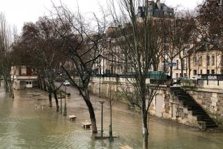 Paris.12FEB2018.the Seine was flooding