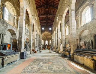 Vienne.Interior of Ancienne Église St-Pierre.wikipedia