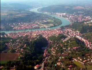 Vienne.aerial view with Rhône river.wikipedia