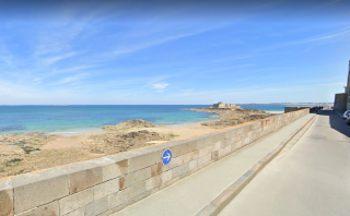 Saint-Malo.Sea views on rue du château gaillard.google
