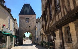 Noyers-sur-Serein.old city gate.Aug2018