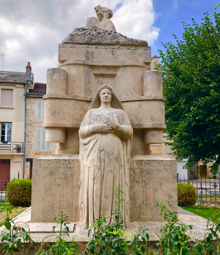 Langres.Monument aux Morts.Statue of History and Memory.Sept2018