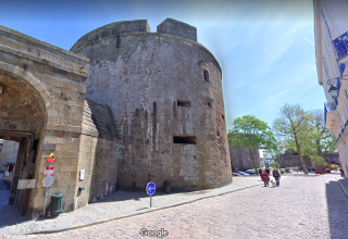 St-Malo.Place Chateaubriand & chateau tower.google