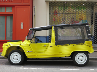 France.I don't even know what kind of car this is.2013