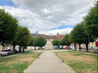 Langres.Monument aux Morts & Allee de la legion d'honneur.Sep2018