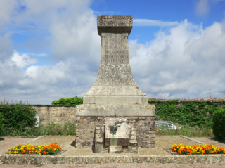 Vezelay.monument to war dead.2015