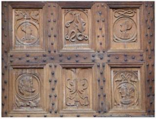 St-Côme-d'Olt.closeup of church doors