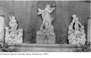 Nancy.Hôtel de Ferrari.fountain in 1927 before sale of statues.