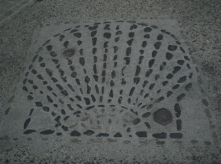 Le-Puy-en-Velay.scallop shell.June2012