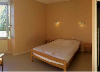 Hotellerie de Malet.spare bedroom with private bath