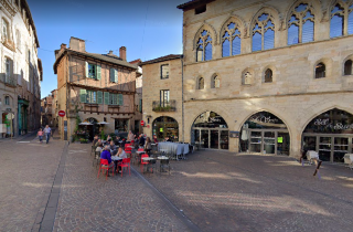 Figeac.place in center ville near our hotel.google street view.